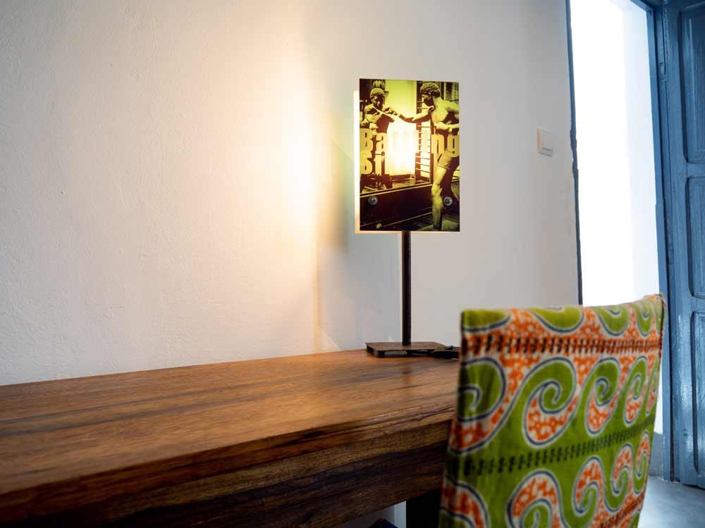 detalle-escritorio-lampara-siki-hotel