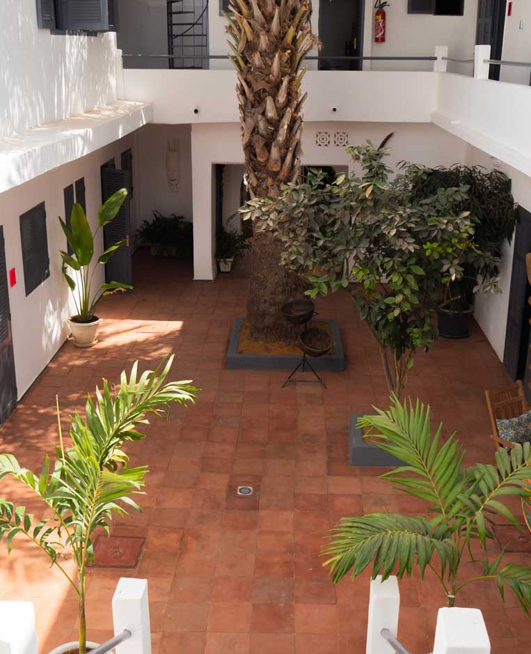 patio-interior-siki-hotel-palmera